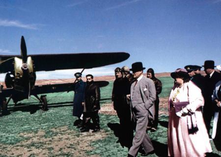 Atatürk Türk Hava Kurumu Kuruluşunda resim