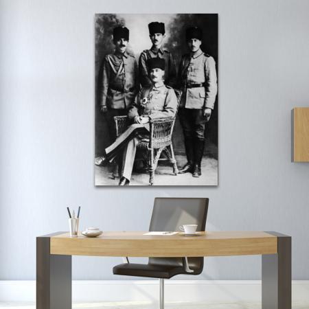 Mustafa Kemal Paşa ve Yaverleri resim2