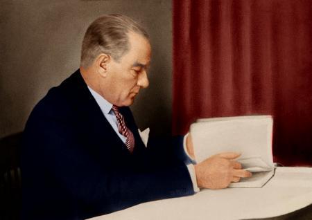 Atatürk Kitap Okurken resim
