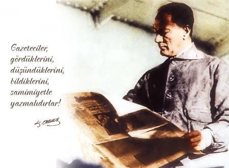 Atatürk Gazete Okurken 0