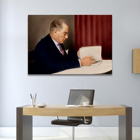 Atatürk Kitap Okurken resim2