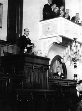 Atatürk Mecliste Konuşurken 0