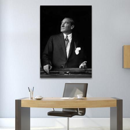 Atatürk Trenden Bakarken resim2