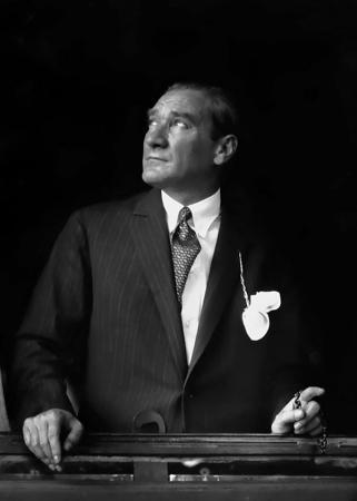 Atatürk Trenden Bakarken resim