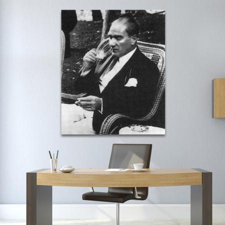 Atatürk Türk Kahvesi İçerken resim2