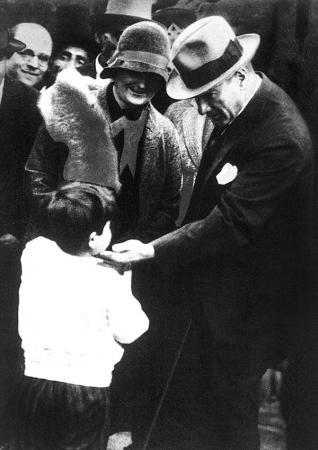 Atatürk ve Çocuk Sevgisi resim