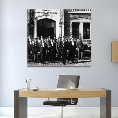 Atatürk ve İsmet İnönü Meclisten Çıkarken resim2