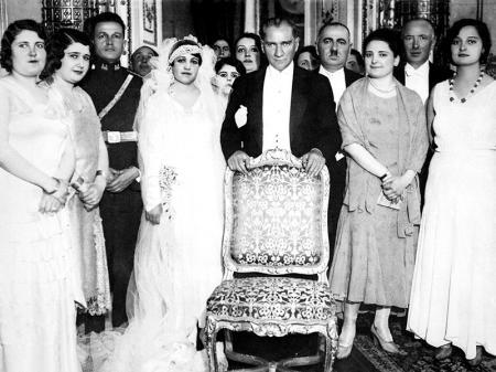 Atatürk ve Manevi Kızı Rukiye Hanım'ın Düğün Tablosu resim