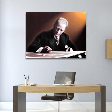 Atatürk Yazı Yazarken resim2