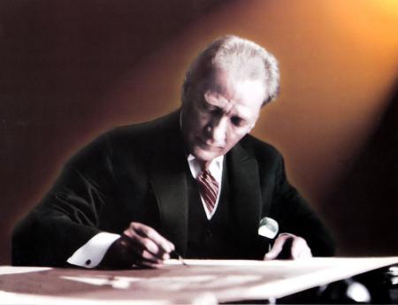 Atatürk Yazı Yazarken resim
