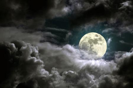 Dolunay Gecesi ve Bulutlar resim