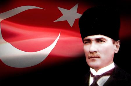 Kalpaklı Atatürk ve Türk Bayrağı 0