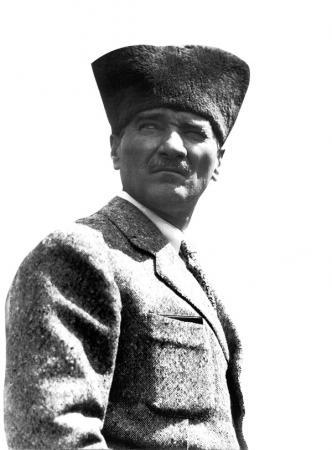 Siyah Beyaz Kalpaklı Atatürk resim