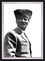 Siyah Beyaz Kalpaklı Atatürk - ATA07-Ç