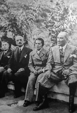 Atatürk ve Sabiha Gökçen resim