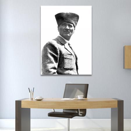 Siyah Beyaz Kalpaklı Atatürk resim2